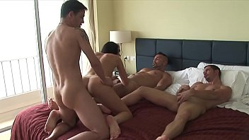 Three against one, the lady is full - XVIDEOS.COM